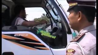 Video Polisi Bantu Bonek Cari Truk Di Ngawi HD MP3, 3GP, MP4, WEBM, AVI, FLV Juli 2018