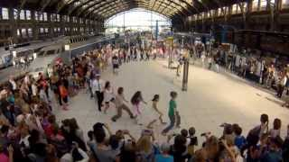 Video Flashmob We are One à la Gare Lille Flandres par Eric Koloko pour SNCF MP3, 3GP, MP4, WEBM, AVI, FLV Juni 2019