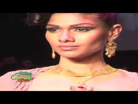Dress slips At International Jewellery Show
