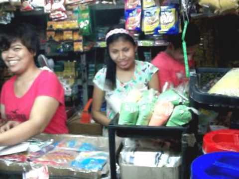 Filipina Girls in the Open Market - Filipino Lifestyle