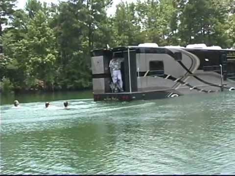 viaggiare con il camper in mezzo ai laghi!