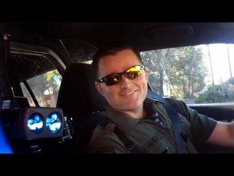 Un Civil para a Policia!!! para darle un Warning !!! ... porque no?? verdad? la Ley aplica a todos ....