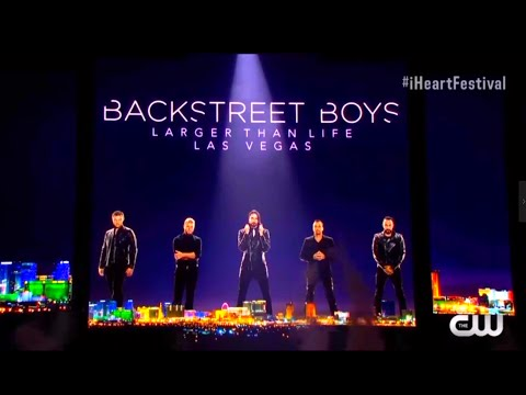 فريق Backstreet Boys يفاجئ جمهور مهرجان iHeartRadio بتقديم أشهر أغانيهم