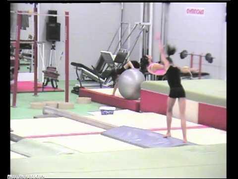 Combinazione acrobatica di tre elementi in trave (1999)