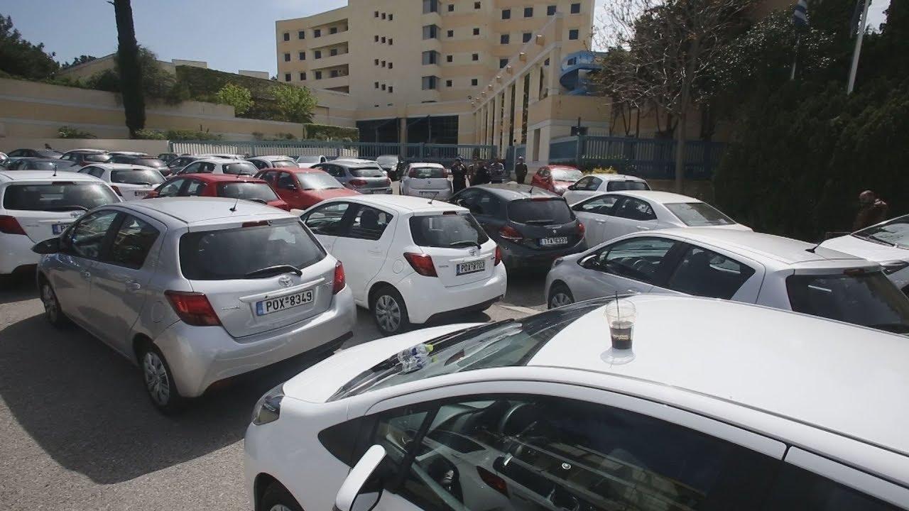 Διαμαρτυρία της Uber έξω από το υπουργείο Μεταφορών