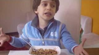 كيف تجعلين طفلك يأكل الخضروات التي لا يحبها؟