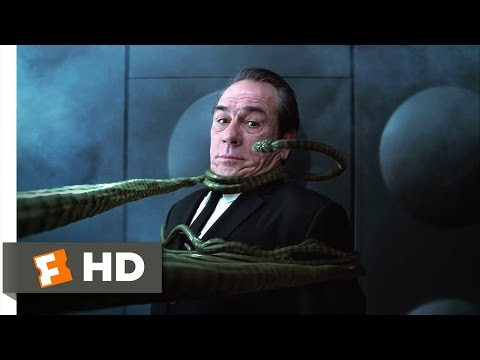 Men in Black II - Someone I Need to Eat Scene (7/10) | Movieclips (видео)