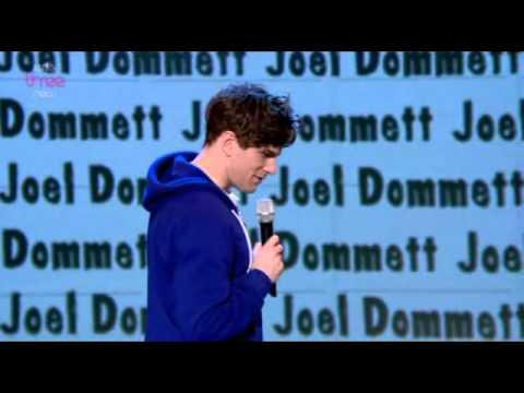 Joel Dommett u Russella Howarda