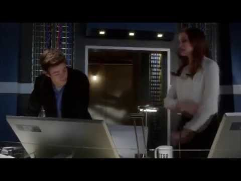 The Flash 1x12 - Snowbarry (Barry & Caitlin) Scenes/Crack