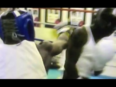(EPIC) FLOYD MAYWEATHER SPARRING 11 YEARS AGO BEFORE WELTERWEIGHT DEBUT (видео)