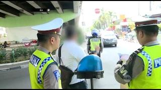 Video Menolak Ditilang, Bapak ini Pergi Tinggalkan STNK & SIM Kepada Petugas - 86 MP3, 3GP, MP4, WEBM, AVI, FLV Agustus 2017