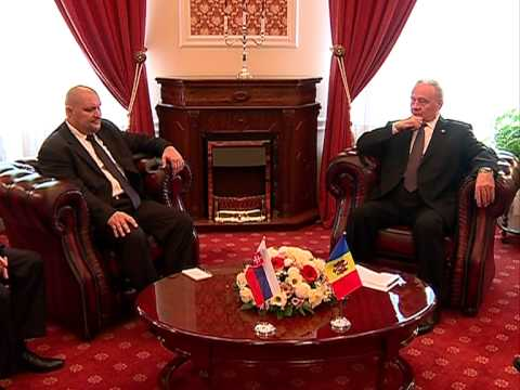 President Nicolae Timofti today received the credentials from Slovak Ambassador to Moldova Robert Kirnag
