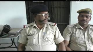 बिहार के बेतिया रेलवे स्टेशन से आज लावारिस हालात लावारिस हाल में चार नाबालिग बच्चों को जीआरपी ने बरामद किया. सभी बच्चे बगैर अभिभावकों के ही ट्रेन से दिल्ली जाने की बात कर रहे थे. हालांकि पुलिस ने आशंका जाहिर की है कि इन सभी बच्चों से बाल श्रम करवाने के लिए दिल्ली लेकर जाया जा रहा था। वहीं जीआरपी पुलिस ने सभी बच्चो को चाईल्ड लाइन के हवाले कर दिया है. बरामद बच्चों में से तीन मझौलिया थाना क्षेत्र के रहने वाले हैं. वहीं एक बच्चा जिले के दूसरे हिस्से का रहने वाला बताया जा रहा है. जीआरपी ने इसकी सूचना बच्चों के अभिभावकों को भी दे दी है.