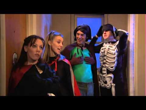 22 Extra English - Haunting at Halloween (видео)