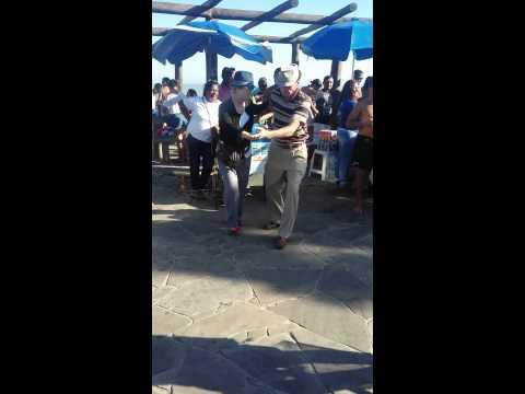 Casal dando show  de forro em rio das ostras