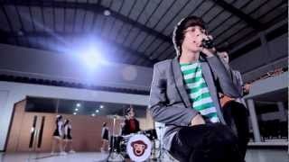 Video The Junas Monkey - Jadian (Official Music Video) MP3, 3GP, MP4, WEBM, AVI, FLV Januari 2018