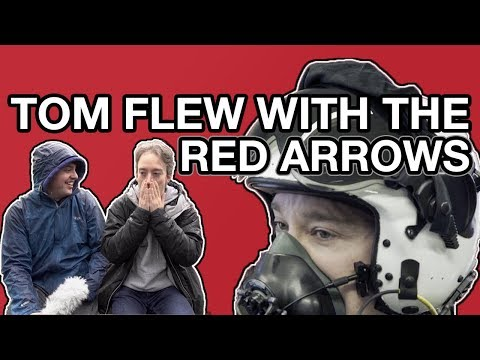Tom Flew With The Red Arrows. Seriously, He Can't Quite Believe It Either! (видео)