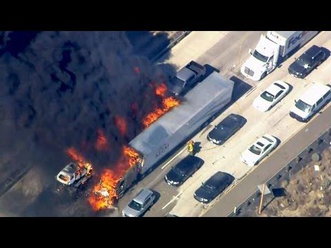 Καλιφόρνια: Πύρινος εφιάλτης σάρωσε αυτοκινητόδρομο