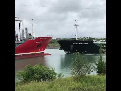 Столкновение двух танкеров в канале Уэлланд. Онтарио, Канада