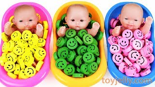 Baby Doll Smiley Candy Bath Time Surprise Eggs Kinder Joy Baby Finger Family Song Learn Colors KidsFun and Creative Toddler Learning Video, Kids Video for Toddlers - toyjelly.comSounds : freesound.org/jokersounds.com/soundbible.comLicensed under Creative Commons: By Attribution 3.0http://creativecommons.org/licenses/by/3.0/