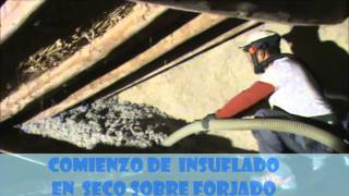 Celulosa insuflada bajo cubierta