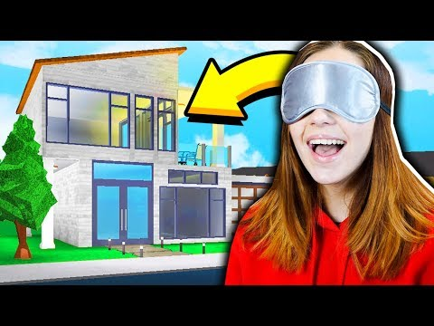 GIRLFRIEND BUILDS A BLOXBURG MANSION.. BLINDFOLDED!! (Roblox)