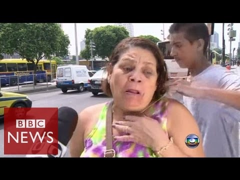 Rio robbery attempt filmed by TV crew – BBC News
