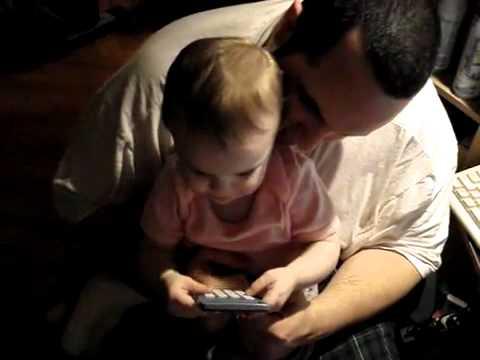 11個月大的寶寶說的第一句話竟然是?!他爸爸一定常說這句話!
