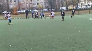 Tak rodzice motywują przyszłe gwiazdy piłki nożnej na meczu dziewięciolatków.