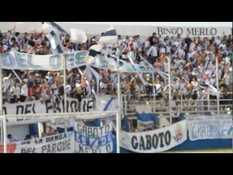 Video - Hinchada del Deportivo Merlo frente a Crucero - La Banda del Parque - Deportivo Merlo - Argentina