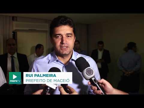 Prefeito e ministro anunciam construção de mais 1.776 moradias