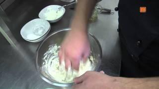 Sächsische Quarkkeulchen mit zerlassener Butter