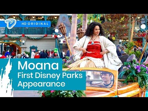 Moana First Disney Parks Appearance - Disneyland Paris Welcome Parade 18th November 2016 Vaiana