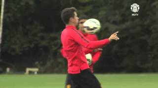 Van Gaal Takes Training Manchester United