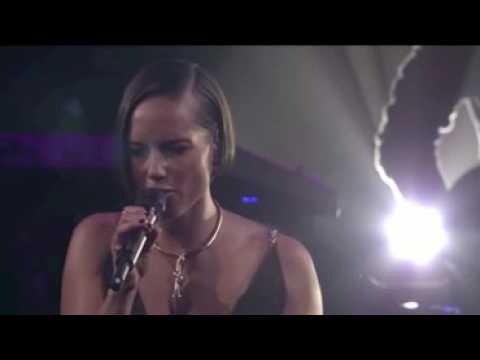 ▶ Alicia Keys - A Woman's Worth (Live at iTunes Festival 2012)