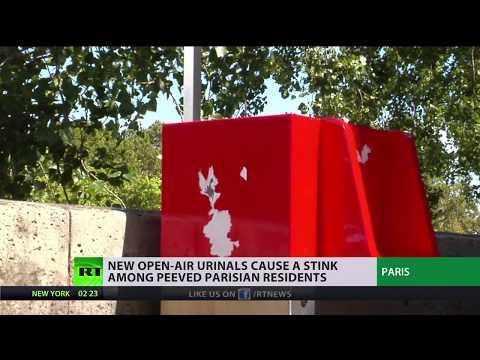 Wee or Non? Paris installs public urinals on its streets (видео)