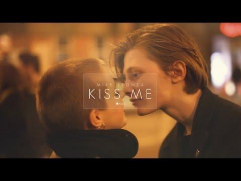 Mike Sponza Ft. Ian Siegal - Kiss me - Thời lượng: 2:13.