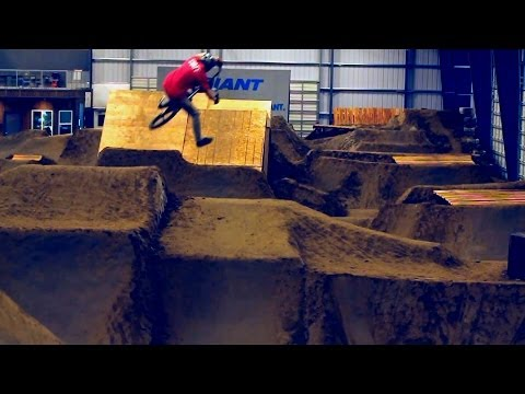 BMX: Burlington Bike Park - Indoor Dirt Complex (видео)