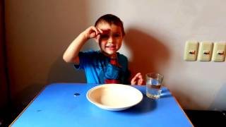 How to get a coin from water without wetting the hands?/Как достать монетку из воды не замочив рук?