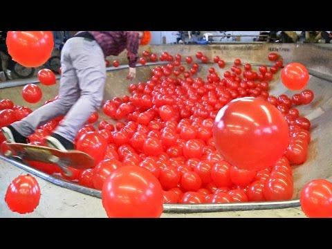 1000 воздушных ШАРОВ VS. Скейт-Парк / BMX, Skateboarding in 1000 Balloons (видео)