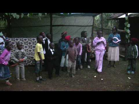 kenyan kikuyu dance music - Kids are singing a Kikuyu song in Kerugoya.