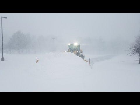 Cat 926M+MetalPless Plowing In Heavy Snow (видео)