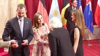 SS.MM. los Reyes, con los galardonados con los Premios Princesa de Asturias 2017