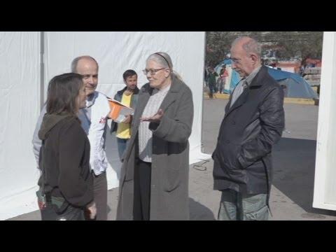 Η Βανέσα Ρεντγκρέιβ κοντά στους πρόσφυγες στον Πειραιά