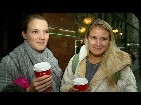 «Πόλεμος» για τα χριστουγεννιάτικα ποτήρια των Starbucks