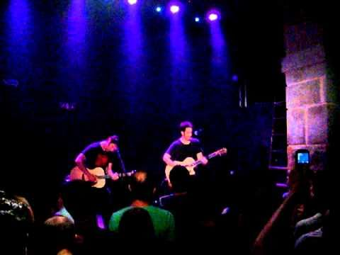 Joey Cape & Tony Sly live in Lisbon@Music Box - dumb reminders.MPG