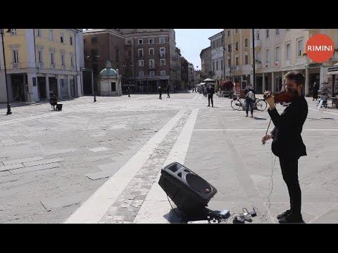 Rimini, piazza Tre Martiri. Sabato 25 aprile 2020, giorno della Liberazione