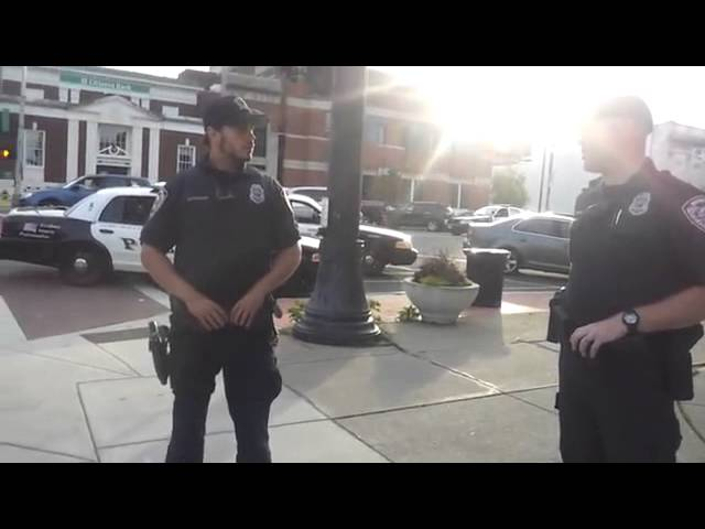 Cop violated citizens 4th amendment