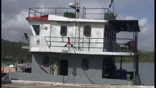 Ya se encuentra en la bahía de Baracoa la primera de dos barcazas o ganguiles, embarcaciones especializadas para...