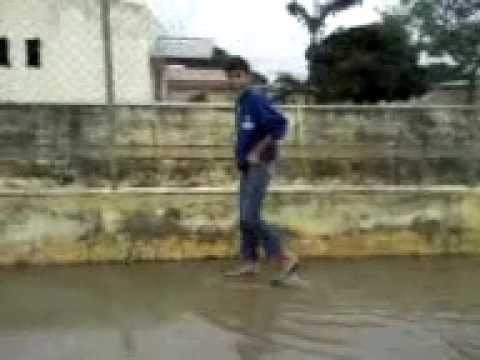 Colegio Municipal de Belo Campo em tempo de chuva